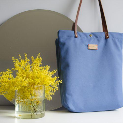 El bolso Monochrome azul de Mundaya es todoterreno