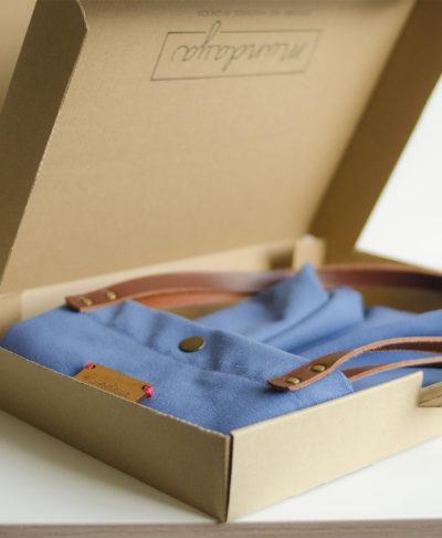 Recibirás tu Monochrome azul en una preciosa caja