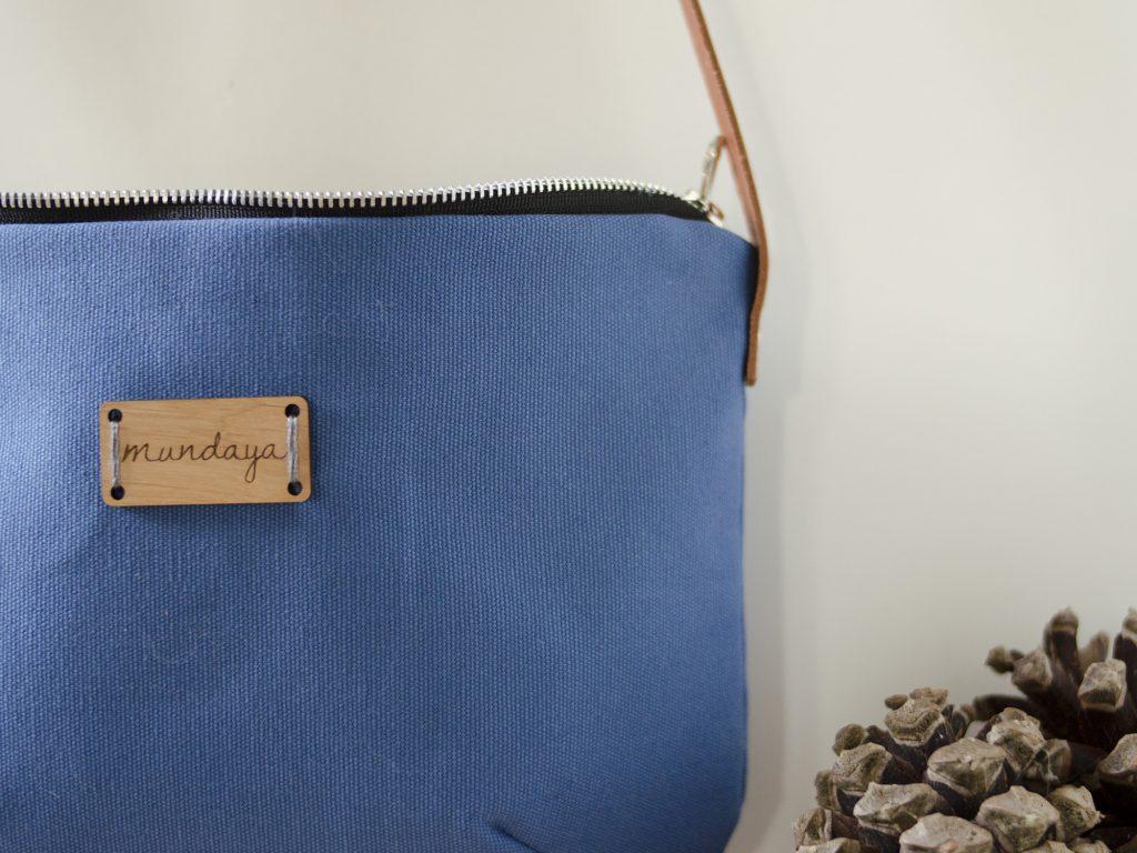 Bolso original Mundaya, crossbody o bandolera azul.
