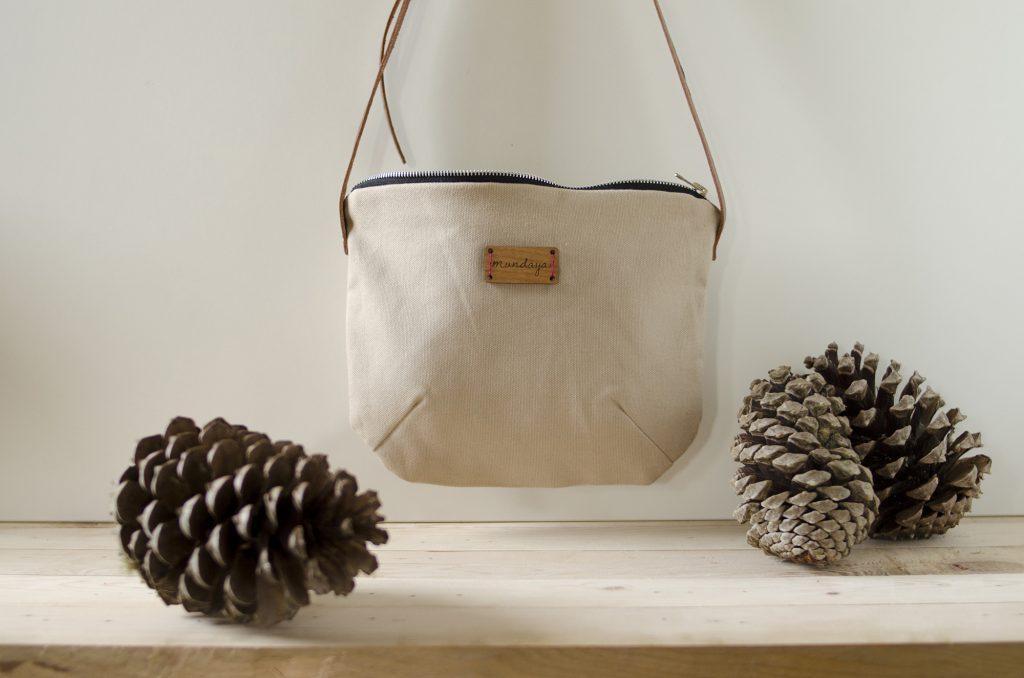 El bolso Nameless en color beige, bonito y apto para cualquier época del año.