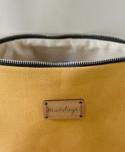 El interior también es importante en los bolsos Mundaya.