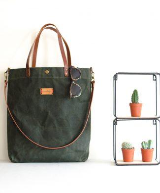 El tote bag Alondra encerado es perfecto para los días de lluvia.