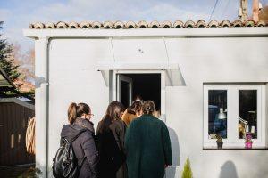 Mulleres Atlánticas entrando en Taller Mundaya - Foto: PlumeriaFotografia.es